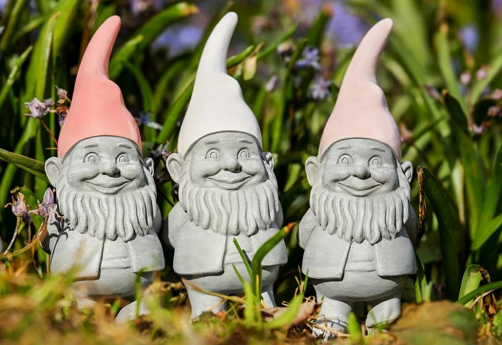 Enanos de jardín sin color para pintarlos en casa
